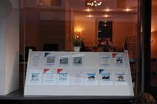 Das Schaufenster eines Immobilienmaklers in Essen